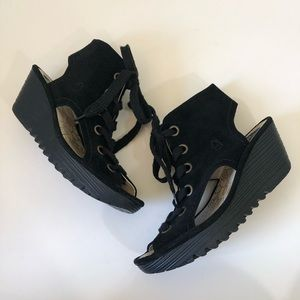 Fly London Yaba in Black size 10